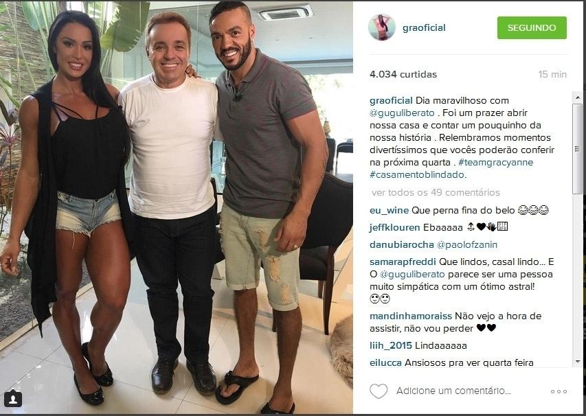13.abr.2016- Gracyanne Barbosa e Belo recebem Gugu em casa: