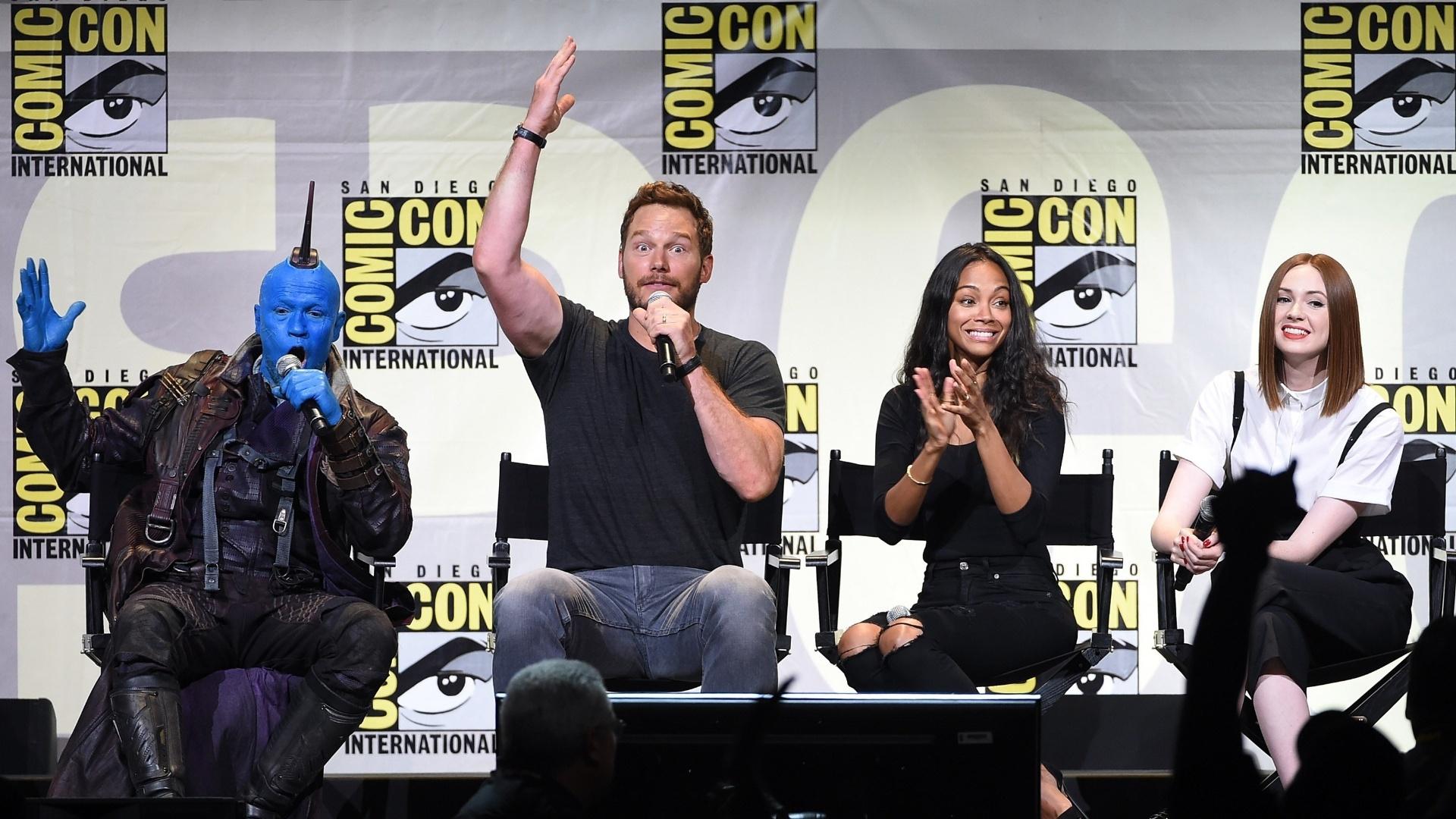 23.jul.2016 - Michael Rooker, caracterizado de Yondu, Chris Pratt, Zoe Saldana e Karen Gillan participam de painel de