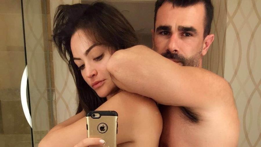 """Vencedores do """"Power Couple"""" e conhecidos como """"casal kamikaze"""", Laura Keller e Jorge Sousa tatuaram """"kamikaze"""" e o nome de cada um na costela - Divulgação"""