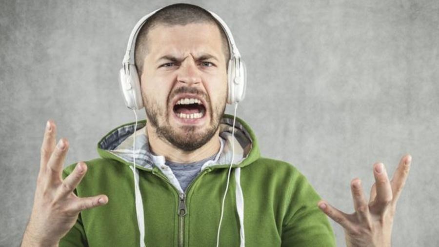 """É difícil evitar a irritação após um dia inteiro com uma """"música-chiclete"""" martelando seu cérebro - Thinkstock/Reprodução"""