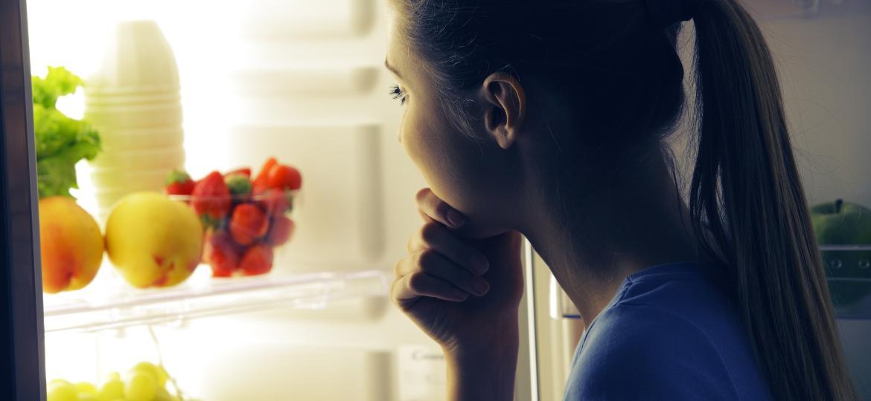 Quais são os alimentos que não engordam nem prejudicam o sono? - iStock