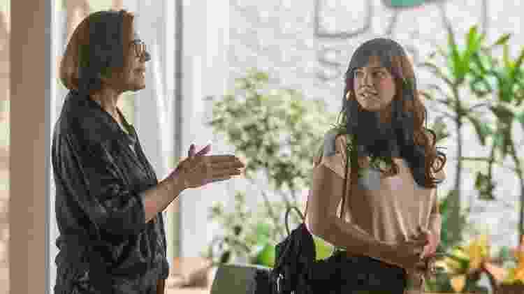 Marina (Alice Wegmann) se apresenta para trabalhar no spa de Gigi (Mila Moreira) - Raquel Couto/Divulgação/TV Globo - Raquel Couto/Divulgação/TV Globo