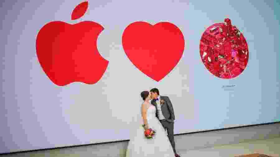 Jermyn Wee e Chia Suat Huang fizeram ensaio de fotos do casamento na única loja Apple de Cingapura - Reprodução/Yip Weili/Weili Yip Creations