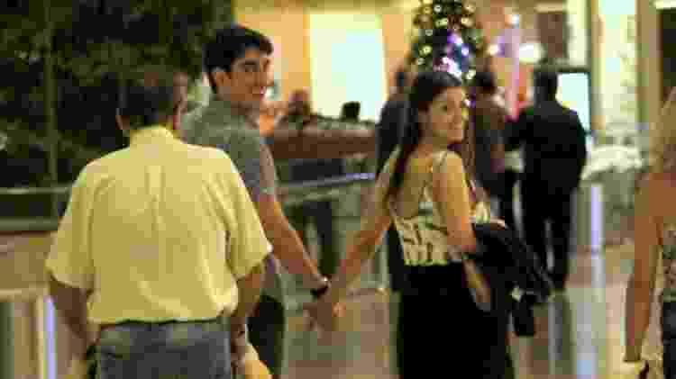 Marcelo Adnet e Patrícia Cardoso nota presença de paparazzo no shopping - Ag.News - Ag.News
