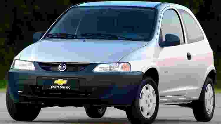 Chevrolet Celta 2000 - Divulgação - Divulgação