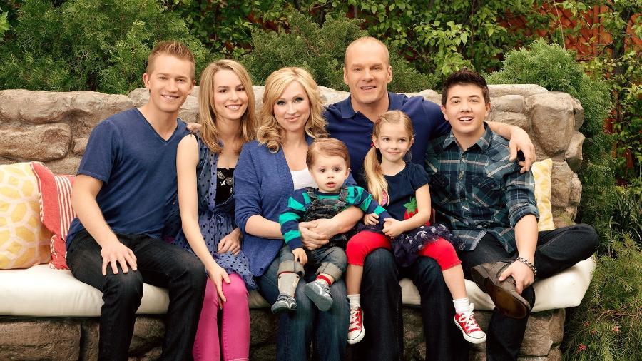 """O elenco da série """"Boa Sorte, Charlie""""; primeira das quatro temporadas está no Disney+ - Divulgação"""