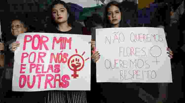 Isabela Filardi, 17, estudante e Amanda Calda, 18, estudante - Gabriela Dibella/ UOL - Gabriela Dibella/ UOL