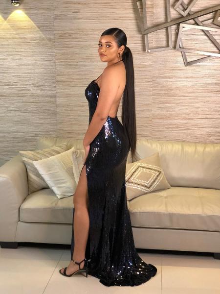 Camilly Victória, filha mais velha de Carla Perez e Xanddy, posa com vestido usado em sua formatura - Reprodução/Instagram/carlaperezcpx