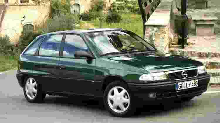 Opel Astra - Divulgação - Divulgação