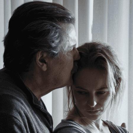 """""""Ela espera a mulher dele morrer"""", diz Paolla Oliveira sobre papel em série"""