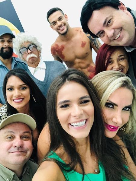 """Caique Aguiar grava com o elenco de """"A Praça é a Nossa"""" - Divulgação"""