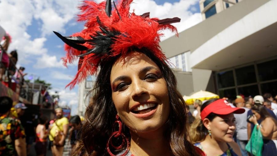 Emanuelle Araújo, animada na concentração do bloco Baixo Augusta. - Nelson Antoine/UOL