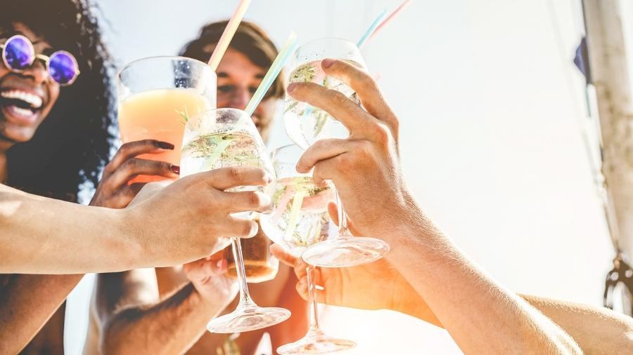 Bebidas destiladas como gim e vodca possuem mais calorias do que a cerveja - iStock