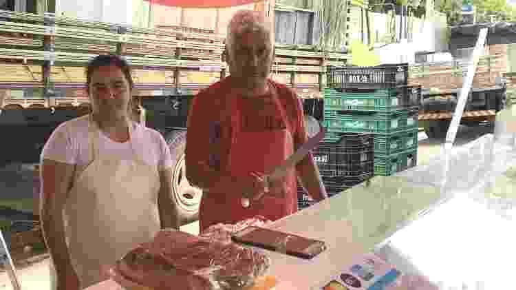 Dupla de feirantes Benedito Furtado, 59, e Jaqueline Vieira, 44 - Janaina Garcia/UOL - Janaina Garcia/UOL