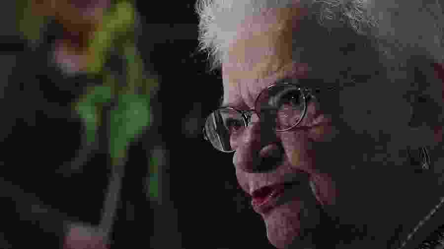 Candidata a vice em SP, a deputada Luiza Erundina (PSOL) é uma das idosas em campanha neste ano - Jorge Araújo/Folhapress