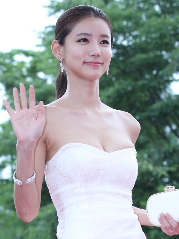 17.07.2014 - Oh In-hye posa para fotógrafos em evento do festival PiFan, em Gyeonggi-do (Coreia do Sul)