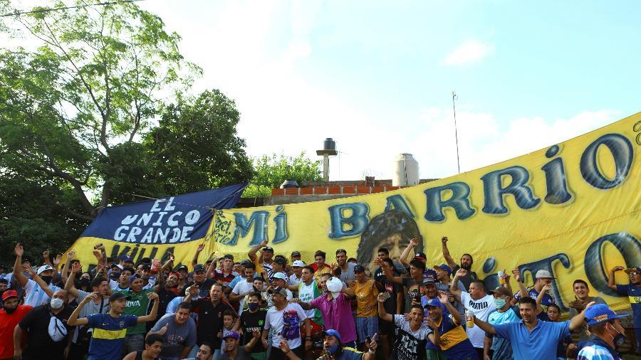 Moradores da Vila Fiorito se despedem de Maradona, o filho ilustre dessa periferia argentina - MATIAS BAGLIETTO/REUTERS