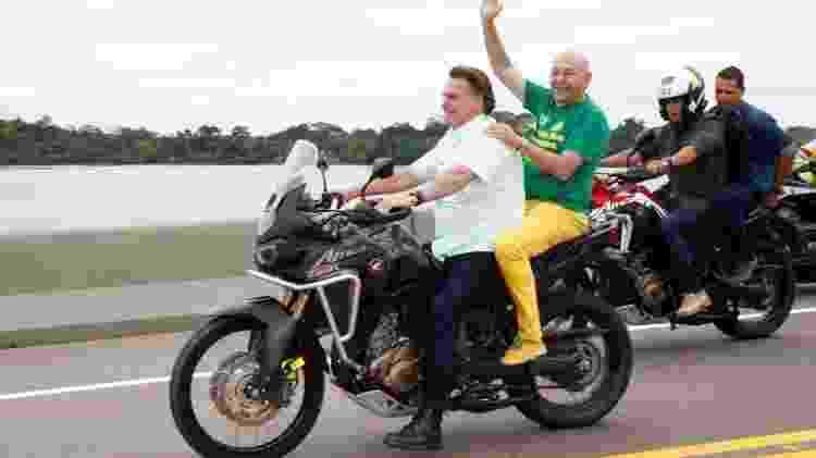 Presidente Jair Bolsonaro andando de moto sem capacete - Planalto/Divulgação - Planalto/Divulgação