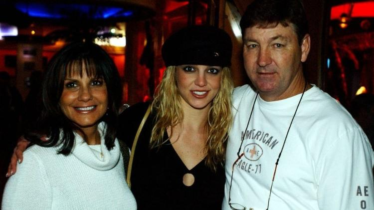 Britney Spears with parents in Las Vegas in November 2001 - Denise Truscello / Getty Images - Denise Truscello / Getty Images