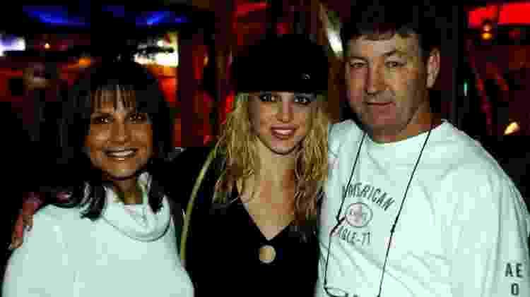 Britney Spears com os pais em Las Vegas em novembro de 2001 - Denise Truscello / Getty Images - Denise Truscello / Getty Images