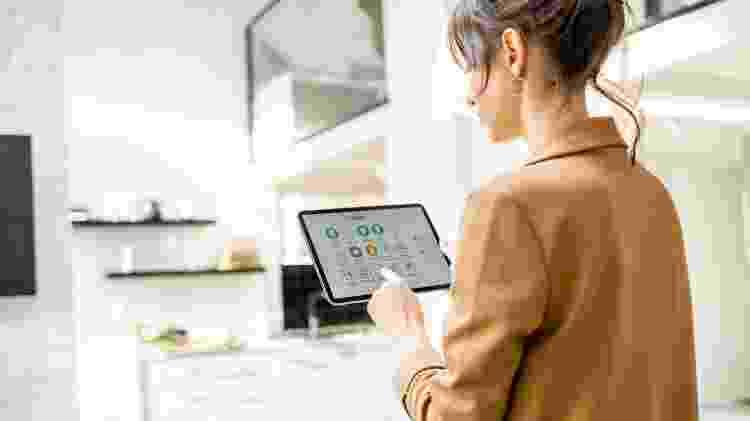 """Busca de jovens por uma """"casa inteligente"""", aliada a tecnologia, vai além da praticidade e busca maior sustentabilidade - Getty Images - Getty Images"""