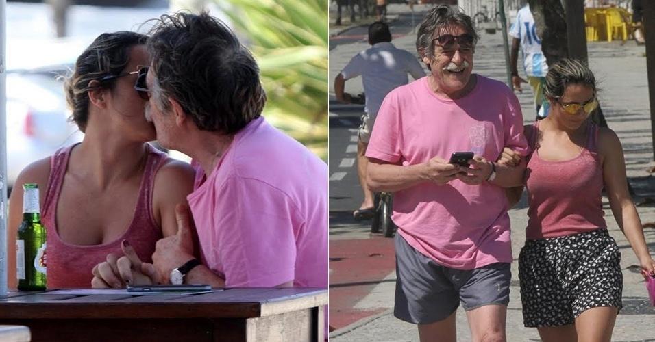 30.ago.2015 - José de Abreu é fotografado aos beijos com a nova namorada, a cineasta Priscila Pettit, de 40 anos, na Praia da Barra da Tijuca, no Rio.