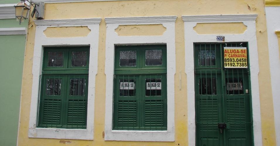 20.jan.2016 - Proprietários das casas na Rua de São Bento dizem que a procura pode aumentar nos cinco dias anteriores à folia, quando, em geral, os preços caem entre 30% e 40%