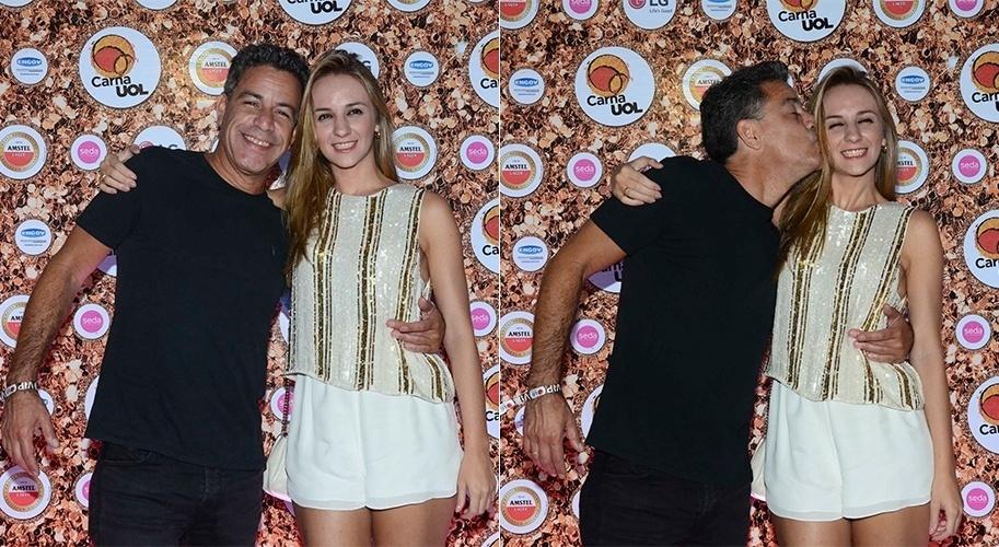 5.fev.2016 - Luiz Calainho e a noiva, Larissa curtem a festa do CarnaUOL RJ, no Jockey Clube