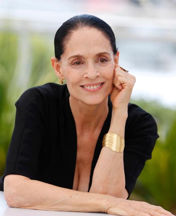 """18.mai.2016 - Sonia Braga participa da sessão de fotos do filme """"Aquarius"""" no Festival de Cannes"""