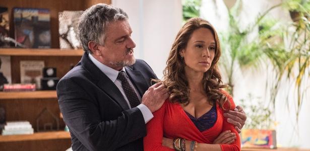 Guido (Werner Schunemann) tenta explicar para Tancinha (Mariana Ximenes) sobre os motivos que o levaram a deixar a família no passado - Divulgação/TV Globo/Estevam Avellar