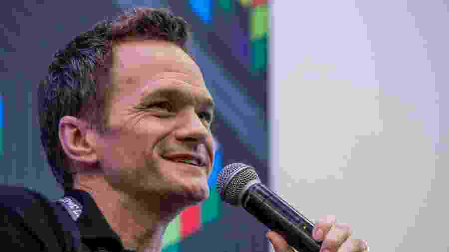 """Neil Patrick Harris durante coletiva da série """"Desventuras em Série"""", da Netflix, na CCXP (Comic Con Experience) - Carla Carniel/Codigo19/Folhapress"""