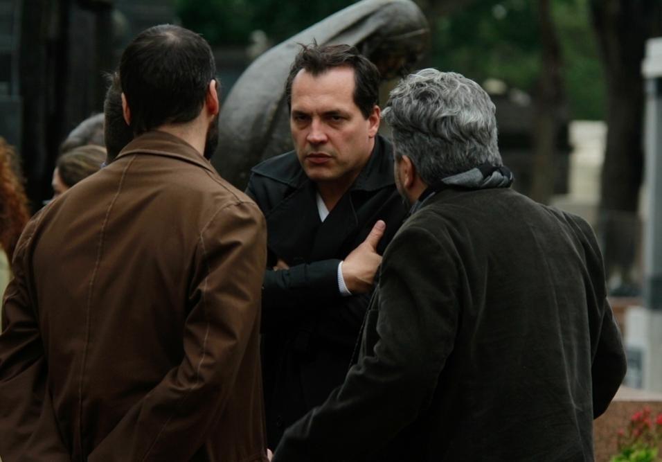Daniel Boaventura também foi se despedir do ator, diretor, bailarino e cantor Marcos Tumura