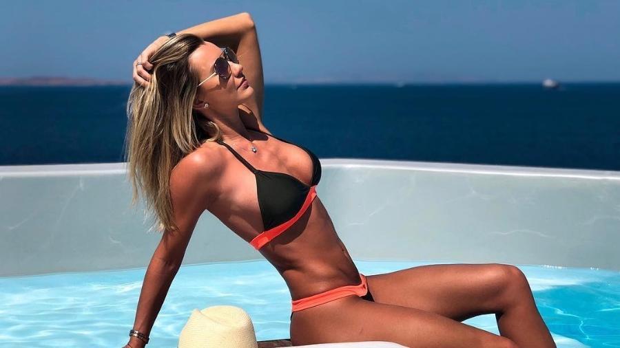 De férias, Ana Paula Siebert posa em piscina de hotel na Grécia - Reprodução/Instagram