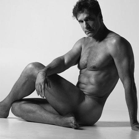 Victor Fasano posa nu para o fotógrafo Brunno Rangel - Reprodução/Instagram