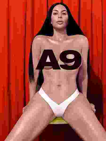 Kim Kardashian vira estrela de uma campanha publicitária de grande loja de departamentos americana  - Reprodução/Instagram/@richardsonworld