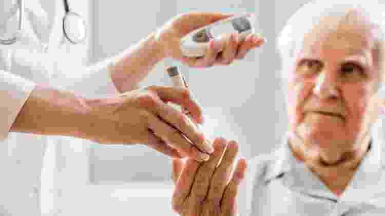 Idosos, pessoas com diabetes e mulheres fazem parte do grupo que costuma sofrer o chamado infarto silencioso - IStock