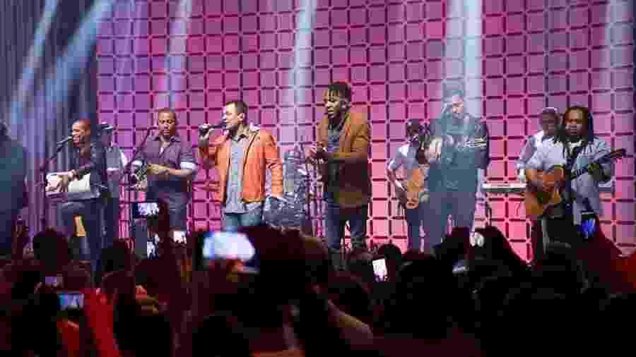 O grupo Revelação durante show em 2015 - InPress