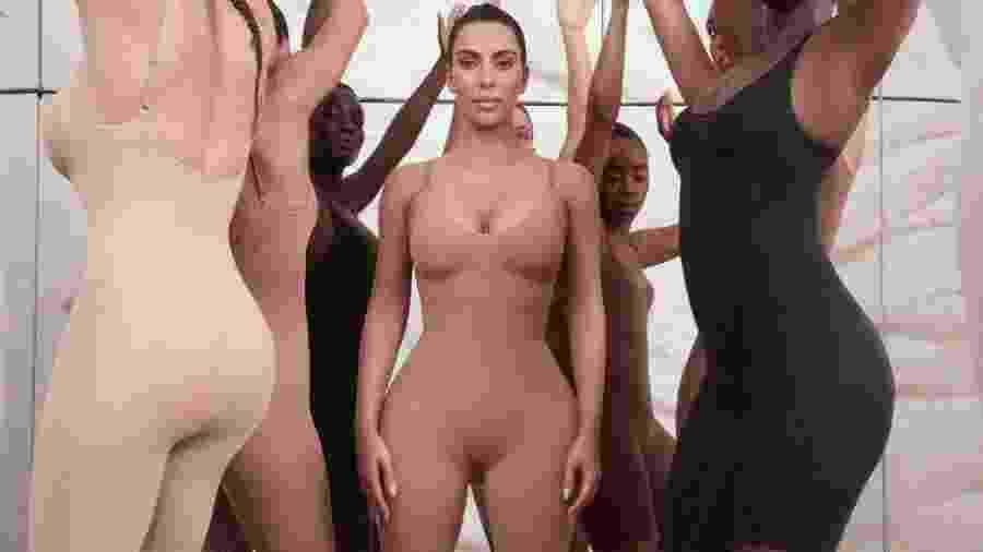 Kim Kardashian com Kimono - Reprodução/Twitter