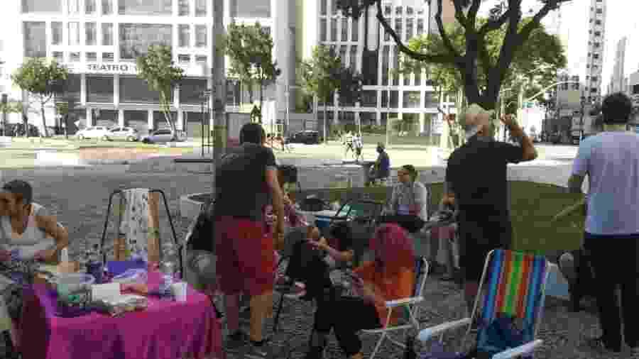 Grupo pró-aborto legal em frente ao hospital Pérola Byington - Divulgação