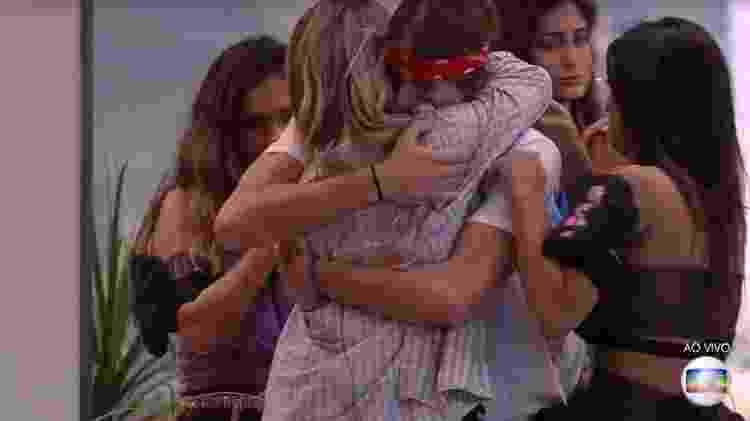 Daniel recebe abraços das sisters  - Reprodução/TV Globo
