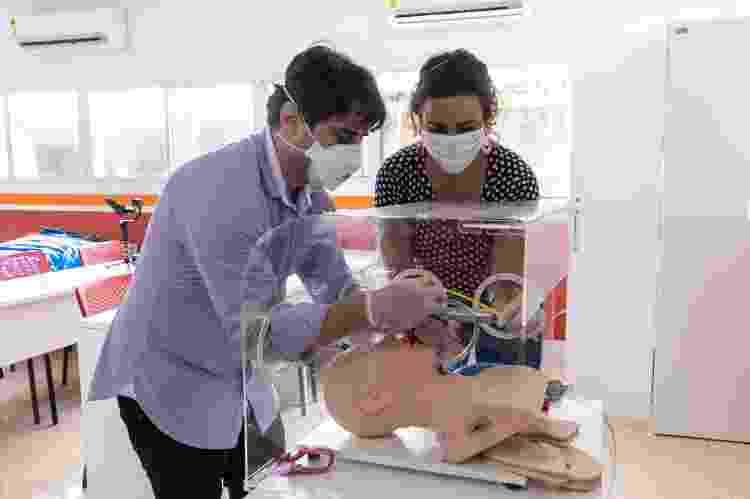 Simulação do uso da caixa aerossol da Casa Criatura - Divulgação - Divulgação