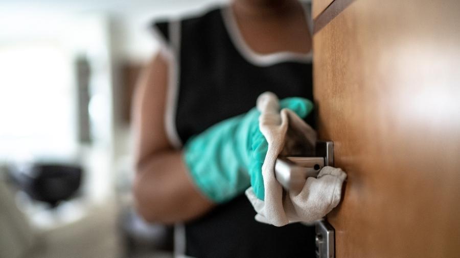 Empregados domésticos hoje têm direito a apenas três parcelas do seguro-desemprego, no valor fixo de um salário mínimo (R$ 1,1 mil) - FG Trade/Getty Images