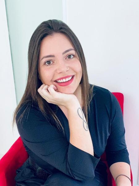 Stephanie Seitz, 26, cuida da marca INTT Cosméticos de óleos, lubrificantes e sex toys criada por sua avó - Arquivo pessoal