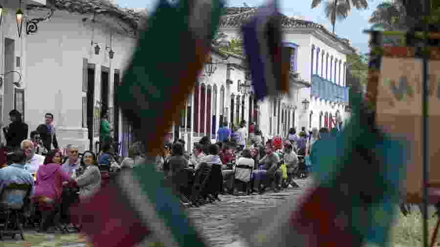 3.jul.2015 - Público tomou o centro de Paraty durante a 13ª edição da Festa Literária Internacional de Paraty, FLIP 2015 -  EFE/Sebastião Moreira