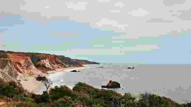A praia de Tambaba tem falésias, mar calmo e água morninha - Nayana Ferreira/Creative Commons