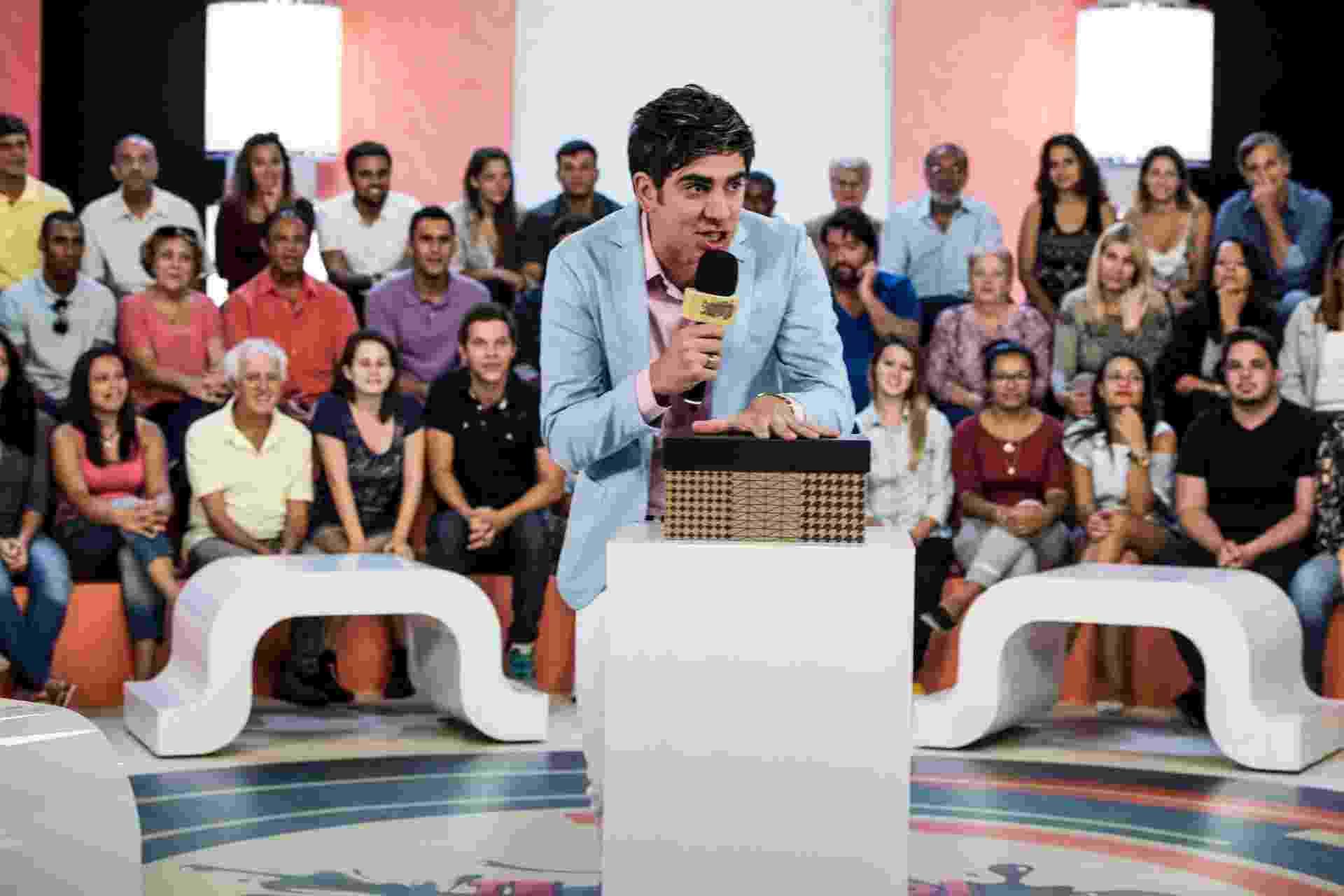 """Cena da terceira temporada de """"Tá no Ar"""": Adnet interpreta um apresentador de programa de auditório - Caiuá Franco/TV Globo"""