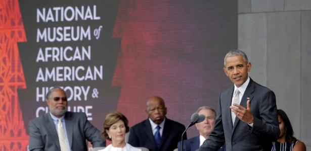Barack Obama discursa durante a inauguração do Museu Afro-Americano, em Washington - Joshua Roberts/Reuters