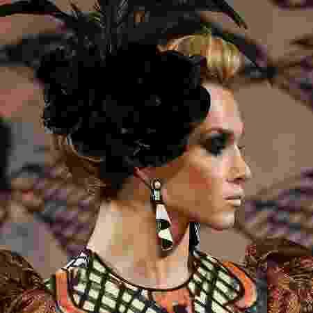 Modelo trans durante desfile da nova coleção de Ronaldo Fraga na 42ª SPFW - Alexandre Schneider/UOL