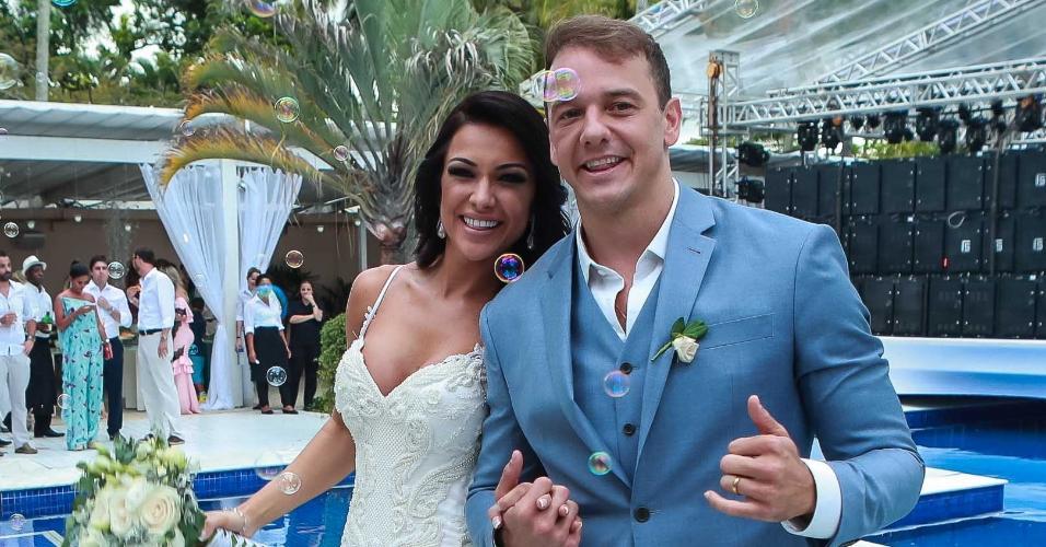 Rogério Padovan e Priscila Ferrari se casam em Ilhabela