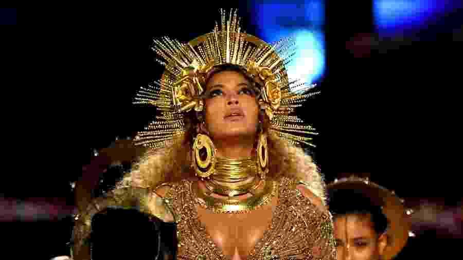 Beyoncé se apresenta no palco do Grammy Awards 2017, no Staples Center, em Los Angeles - Getty Images